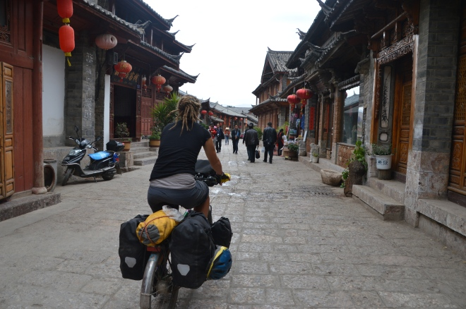 Cycling out of Lijiang.