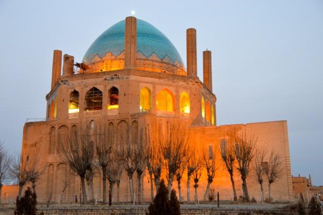 Soltaniyeh glows in the evening.